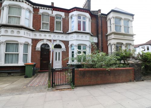 5 Bedroom Property Available Now For Sale in Stratford Opposite West Ham Park