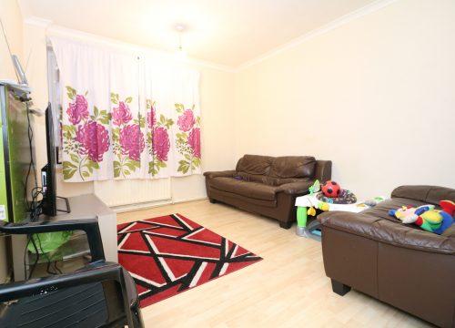 Large purpose built 3 bed flat Hoe Lane, Enfield EN3. FOR SALE