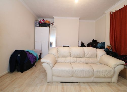 Large purpose built 3 bed flat Hoe Lane, Enfield EN3. FOR SALE